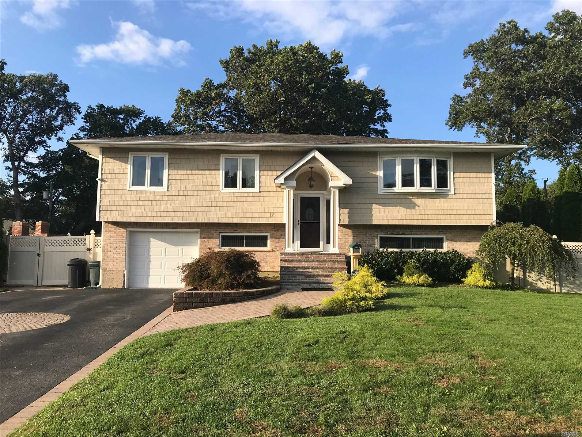 This Diamond Home Features Updated Granite Eik W/Ss Appliances & Cathedral Ceilings, New Baths, Hw Floors, New Gas Burner, New Cac, 200 Amp Elec W/Generator Hookup, New Roof(1 Layer), Cameras & Igs! Gorgeous Country Club Yard W/Igp & Outdoor Bbq Island! Mt. Pleasant Elem, Great Hollow Middle & Hs West ! Beautiful Quiet Neighborhood!