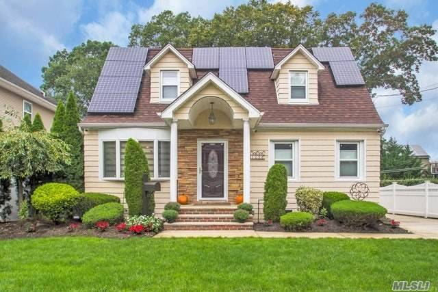 Extended Cape W/ Rear Dormer Boasts An Open Concept. Designer Kitchen Has Every Amenity. Radiant Heat, Granite Counters, Breakfast Bar, Tile Floor, Instant Hot Water, Pot Filler, Stainless Appliances, Open To Dining Room & Great Room. 1st Floor Master, Lr, New Bath W/Radiant Heat. Cac, Central Vacuum, Led High Hats, Sun Power Solar Panels (No Lease), Custom Window Treatments, 16X27 Semi In Ground Salt Water Pool W/Deck Surround. Gas Heat. Sd29, 1.5 Garage, Low, Low Taxes!