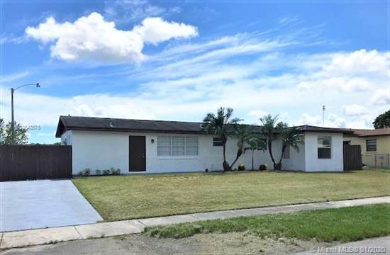Legal 4/2+ Den Home With No Rear Neighbors And No Association. All Tile Floors, Ss Appliances, Granite, Laundry Room, Large Fenced Back Yard With Plenty Of Room For A Pool, Covered Terrace. Side Yard Has Room For A Boat.<Br />All Construction Is Legal And With Permits.