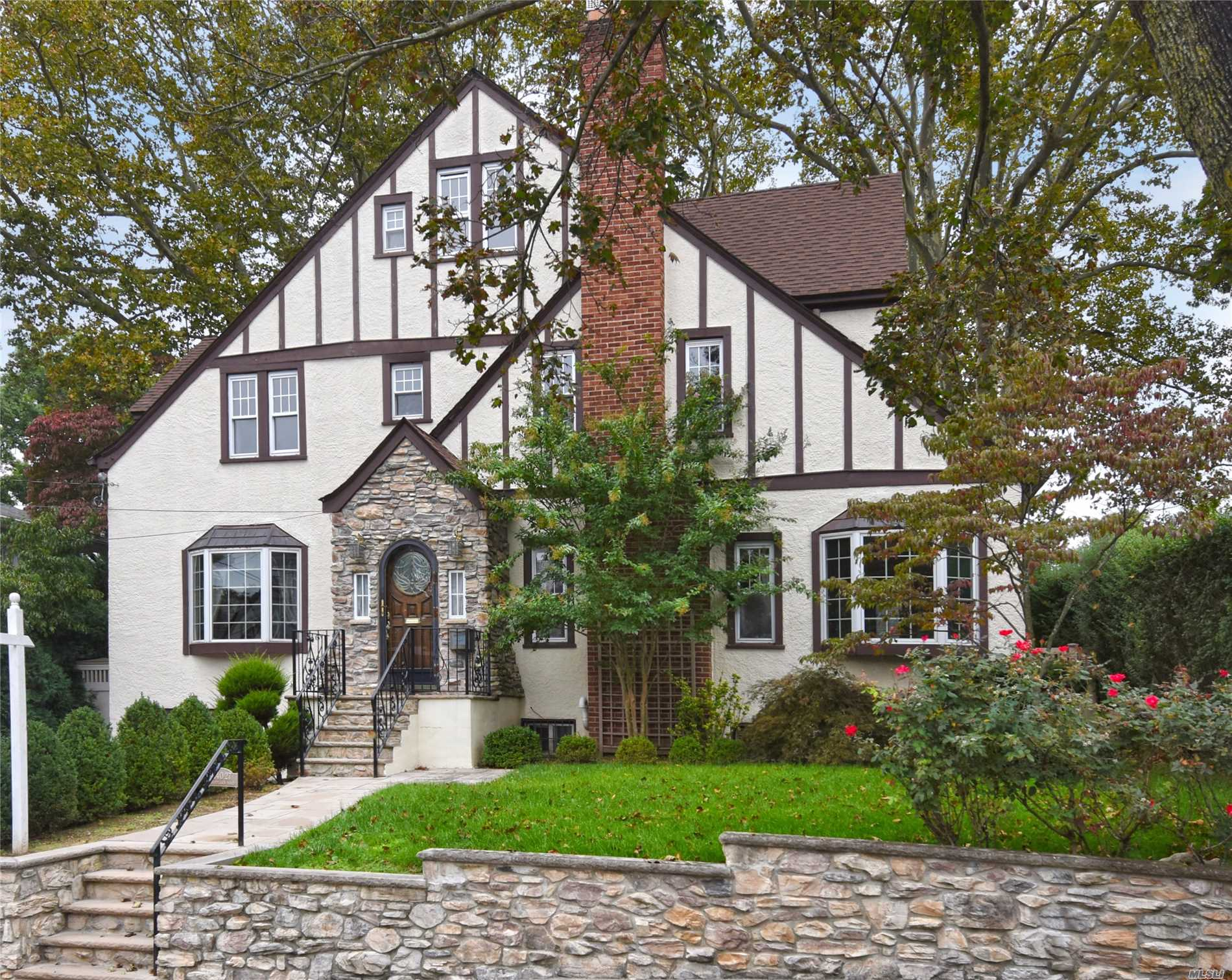 Superbly Renovated Tudor In The Heart Of Douglaston Park Featuring Four Bedrooms, Gorgeous Finishes, And A 600 Square Foot Great Room! Close To Shopping And Major Transportation. Easy Access To Flushing, And Lirr Only 27 Mins To Manhattan's Penn Station!