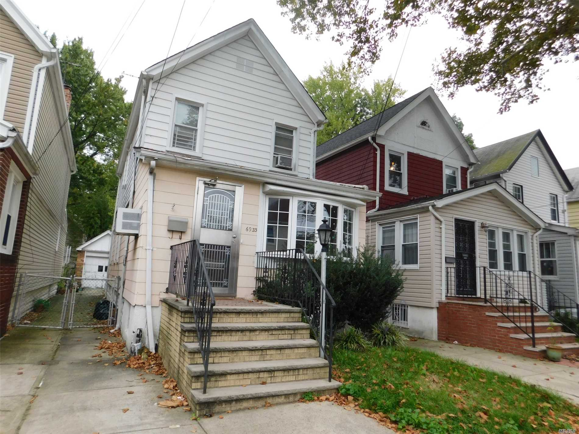 Detached 3 Bedrooms 2.5 Baths Colonial With An Oversized Eat In Kitchen Yard And Garage.