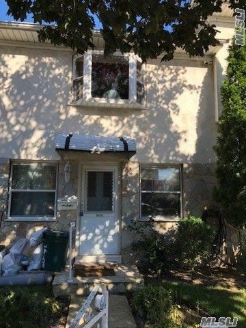 Big 1 Br Apt With Private Entrance. Lots Of Closet Space. Near Shops And Transportation