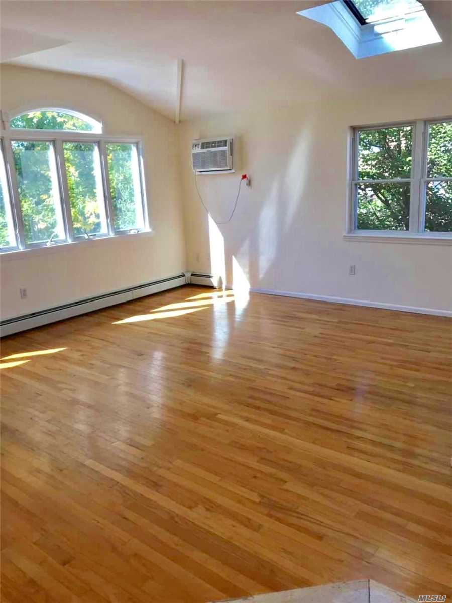 Sunny And Bright Large 2 Bedrooms Apartment In Fresh Meadows. Large Living Room, Updated Kitchen And Bath. Master Bedroom With Walk In Closet. Washer And Dryer Are In The Unit. Close To All. Excellent School District #26. Must See.