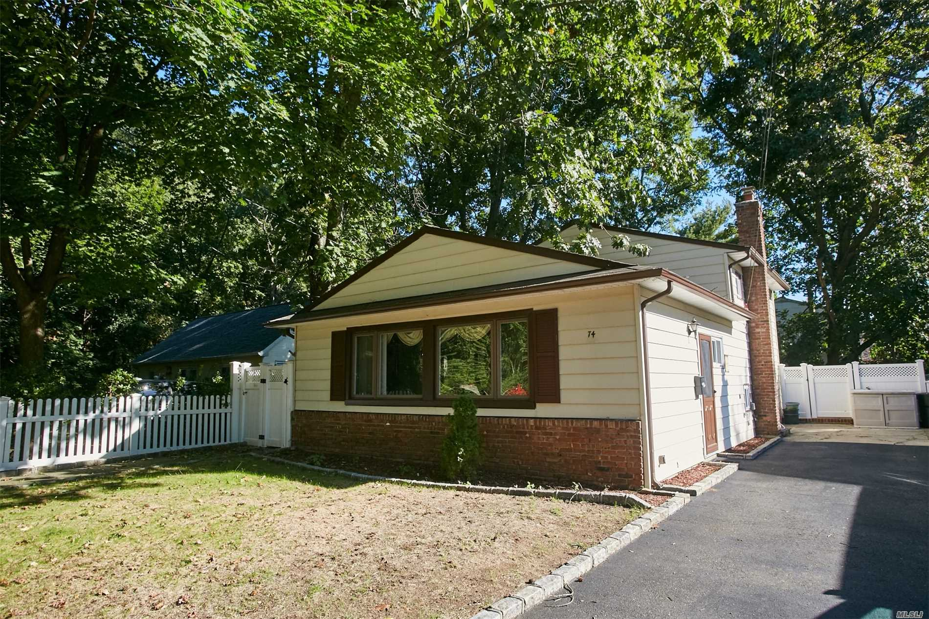 Nice Split Level House Located On A Quiet Dead End Street, Maintenance Free Backyard With Large Deck. Blocks Away From Community Pool, Park, Tennis And Shopping. Desirable Port Washington Top Rated School District, Comfortable 35 Minute Lirr Commute To Nyc. Great Affordable Property For Starter & Investor.