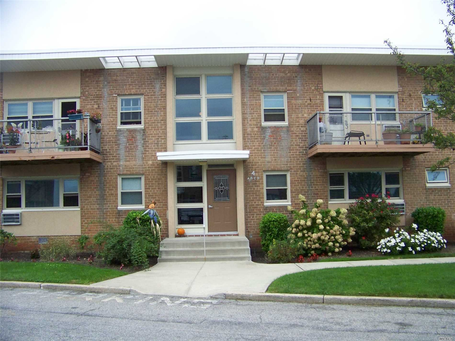 Fully Renovated 2 Bedroom Unit On 1st Floor With Water Views. Beautiful Open Kitchen With Breakfast Bar And Stainless Steel Appliances. Hardwood Floors Throughout, Freshly Painted. Parking Included, Laundry Facilities On Premises, Close To Lirr, Shopping And Restaurants. Boat Slip, Bike Shed And Extra Parking Available For An Additional Fee. Newly Updated Gym, Inground Pool, And Pet Friendly Development With Dog Run.