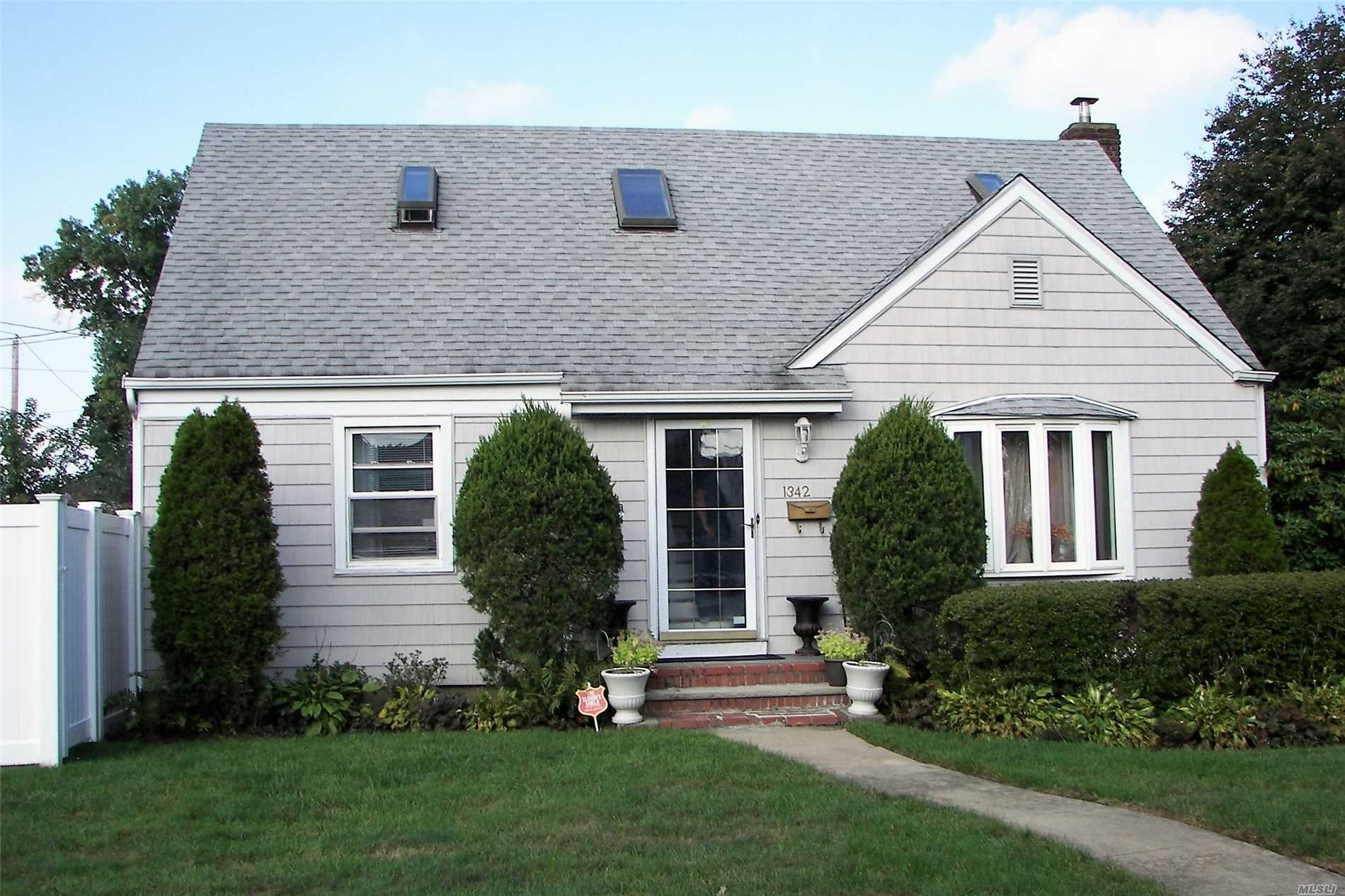 Affordable 4 Bedrooms Cape Home. 1st Floor Has Lr/Dr, Master Bdrm. 2nd Bdrm And 2nd Floor Has 2 Generous Sized Bedrooms With Potential For An Additional Bathroom. Basement Is Finished With A Wet Bar, Family Room And Full Bath. 220 Amps Electrical, 4Yrs Young Roof, New Efficiency Boiler And Private Yard With Pvc Fence. Don't Miss This Opportunity To Live On A Great Street In Baldwin. Priced To Sell!