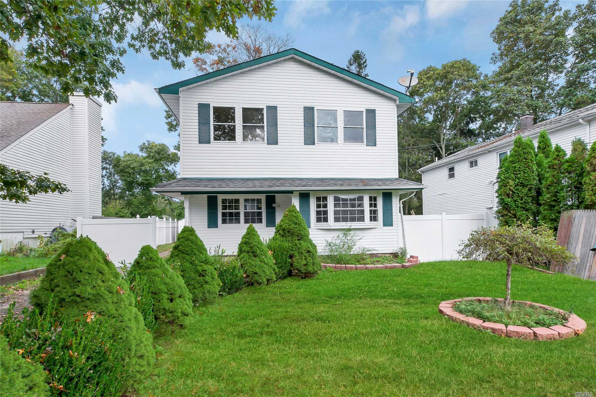 Newly Renovated Colonial, 3 Bedrooms + 1 Huge Master Bedroom With Wic And Full Bathroom, Eat In Kitchen, Living/Dining Room, Laundry Room.