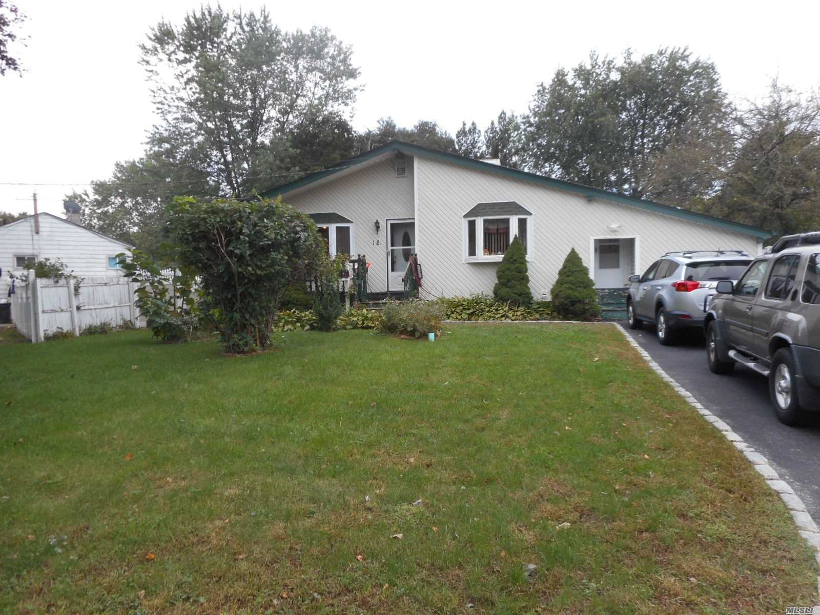 Beutifull Ranch In North Brentwood Close To All, 3Bdr, 2 Ful Baths, Full Finished Basement With Ose On C Of O , Large Extra Room On C Of O As Storage. Central Air And Much More.