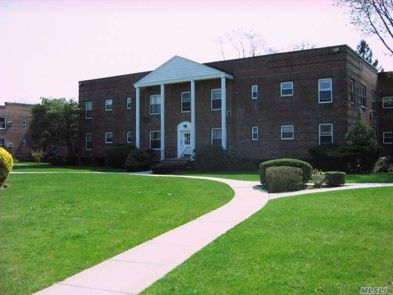 Garden Apartment Complex. 2nd Floor, Govt Subsides Accepted, Hardwood Floors, Walk To All
