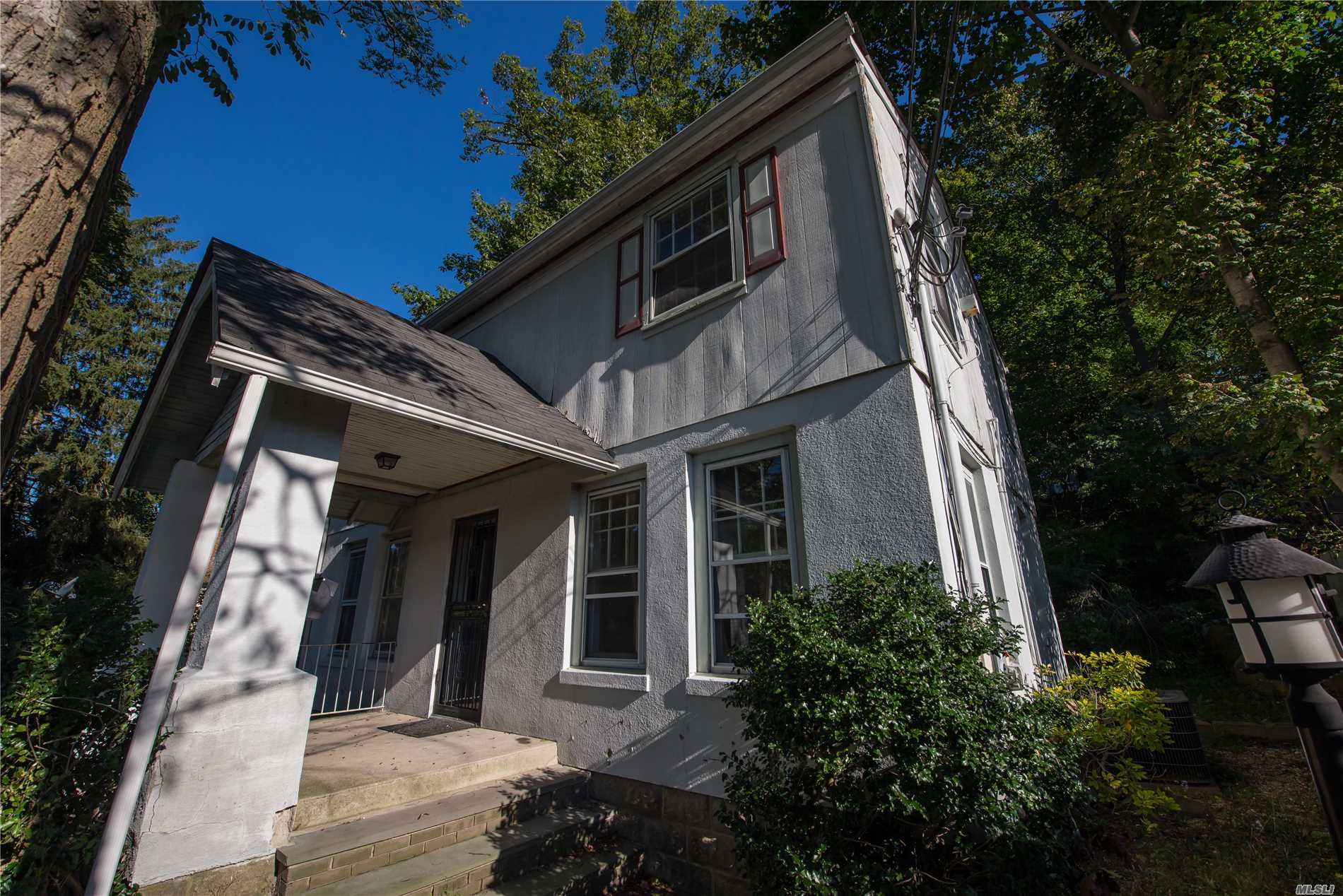 Excellent Location For This Property For Investor For Excellent Rental Income Or Professional Office Building. C-6 Zoned. Property Is Walking Distance From Downtown Huntington. 3 Bedrooms 1.5 Half. Also Offered As A Residential Home Due To Current Usage As A Residential Property Grandfathered Usage In Indefinitely.