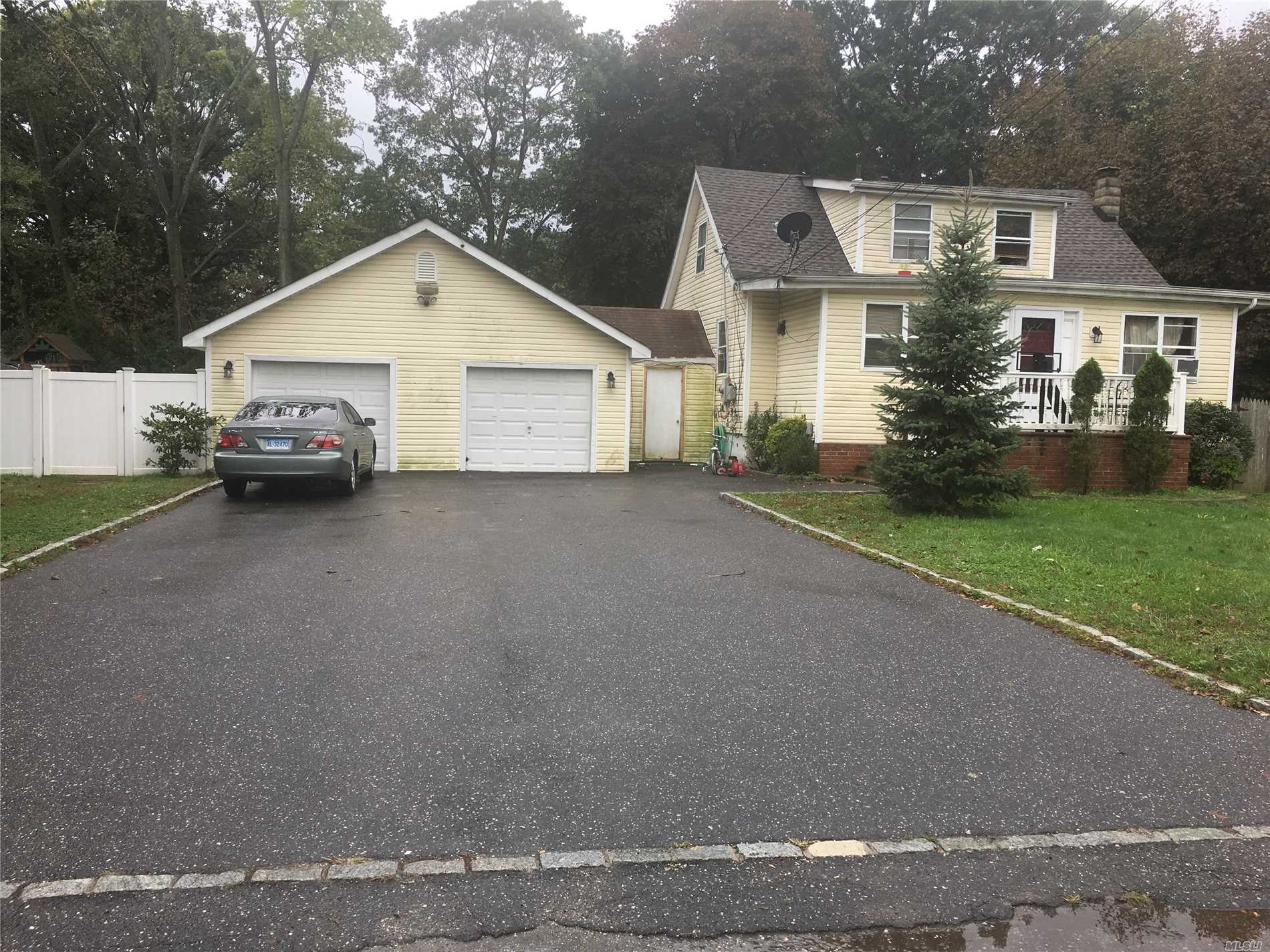 Property Features, 6 Bedrooms, Living Room, 2 Full Bath, Living Rooms, Eat In Kitchen.