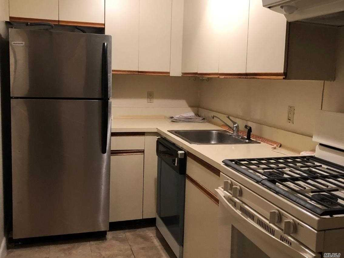 Condo Rental In The Heart Of Great Neck. Near Transportation: Buses, Taxi, Lirr, . Near Shopping Center, Best Market, Rite Aid, Cvs, Movie, Restaurants And Municipal Parking. Also Near Steppingstone Park, Parkwood Pool/Tennis Complex, And Other Local Parks.