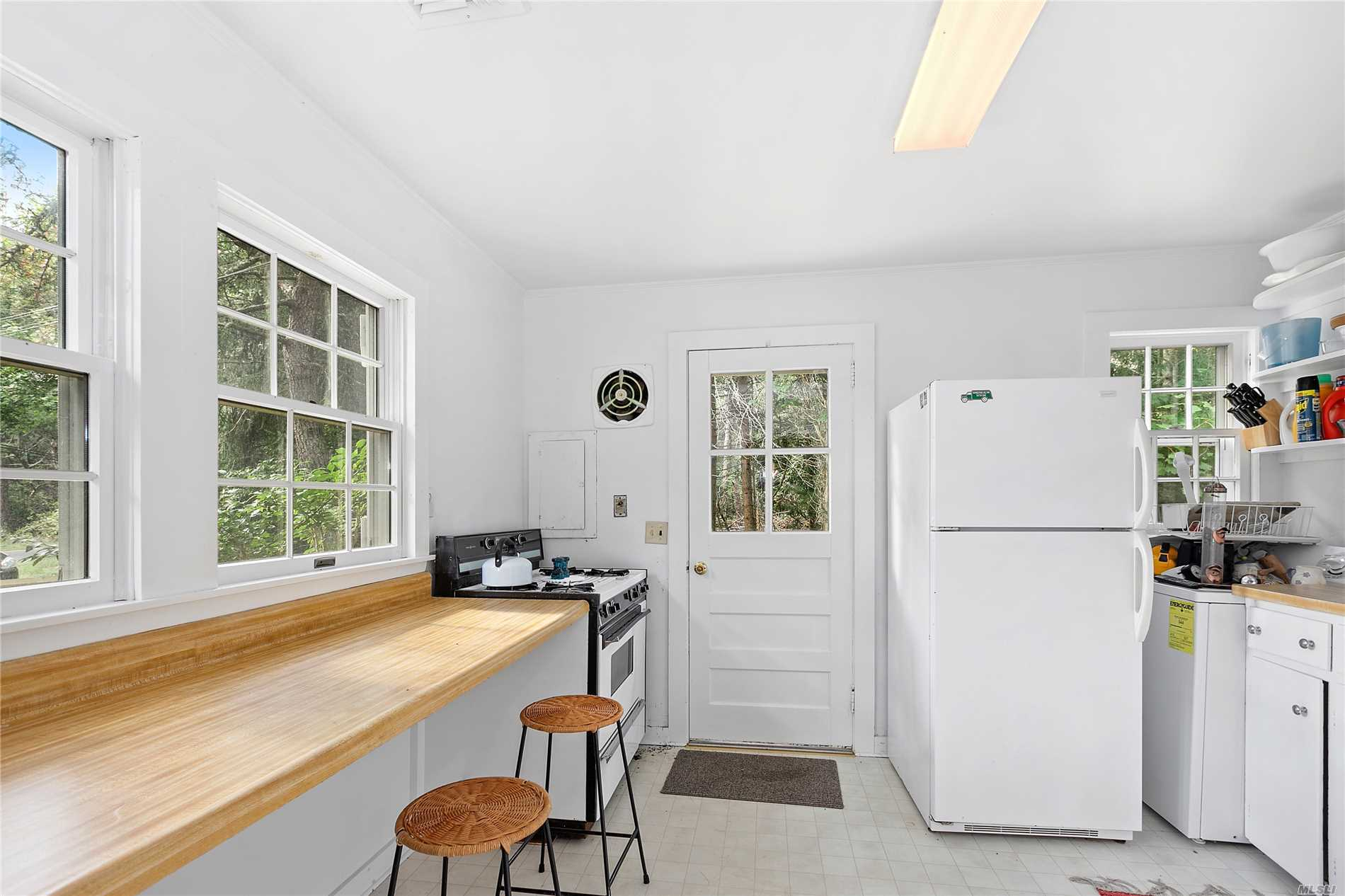 Quaint Cozy Cottage In The Village Of Quogue Offering 3 Bedrooms, 1 Bathroom Eik, Living Room And An Oversized Screened In Porch. Enjoy The Quogue Village Beach.