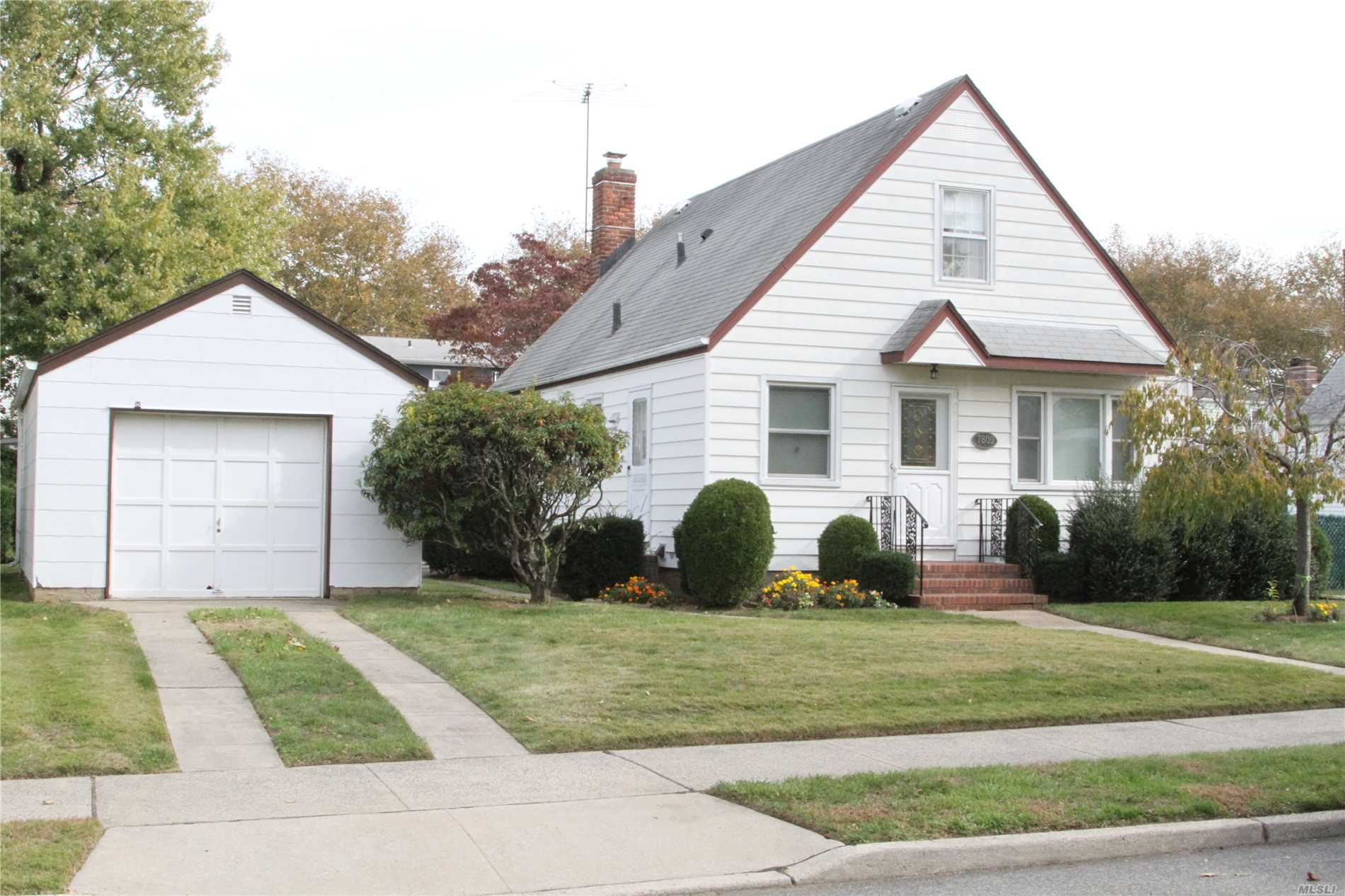 Excellent Cape At New Hyde Park With 3 Bedroom, 1.5 Bath, Kitchen, Formal Dining Room, Living Room, Full Finished Basement With Utility. Walking Distance To Public Transportation And Shopping.