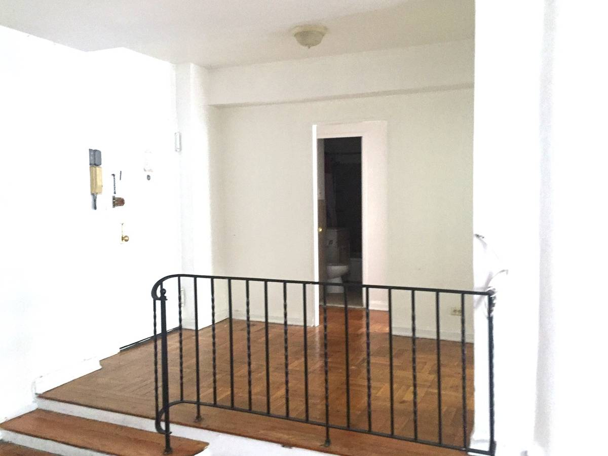 Beautiful Condo For Rent In Walden Terrace. Features 1 King Sized Bedroom With Balcony, Large Living Room, Eat-In-Kitchen And 1 Full Bathroom. All Utilities Included. Hardwood Flooring Throughout. Laundry Usage Included In Basement. 2 Blocks Away From The Mall And Just Steps From E, F, And 7 Train. A Must See!