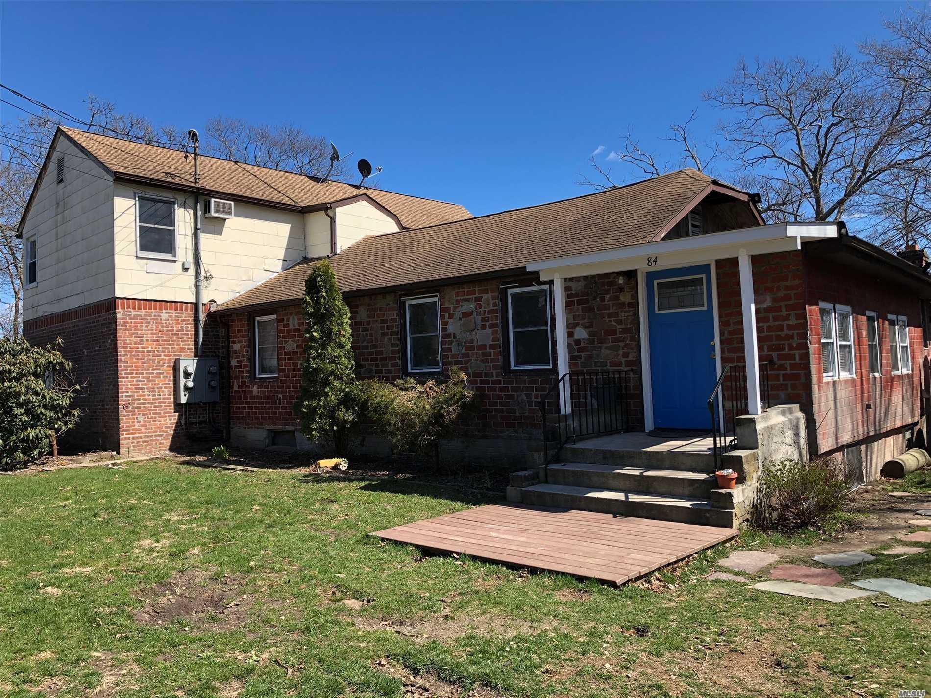 First Floor Of Duplex, Eik, Large Living Room, 3 Large Bedrooms, Private Entrance With Use Of Yard. Share Driveway With 2nd Floor Tenant. 1 Pet Is Allowed.