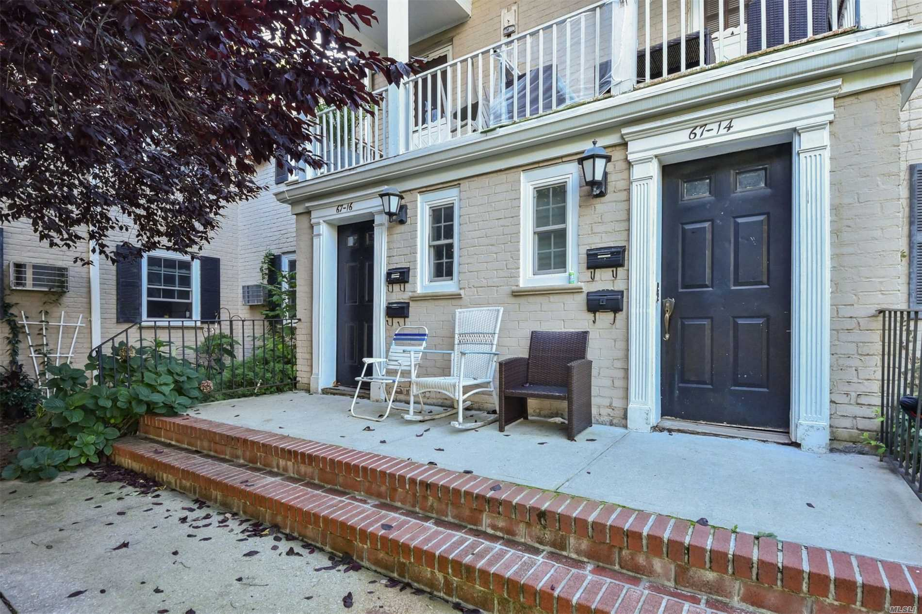 Bayside. Beautiful 3 Bedrooms, (1Br Converted To Dr) 1 Baths Co-Op In Oakland Gardens On The 1st Floor, Large Living Room, Eat In Kitchen, Dining Room, Washer/Dryer, Renovated Kitchen And Renovated Bath, Hardwood Floors, Large Private Courtyard, Close To All. Sd# 26, Washer/Dry In Unit. Dog And Cat Friendly Home. Parking Short Waiting List.