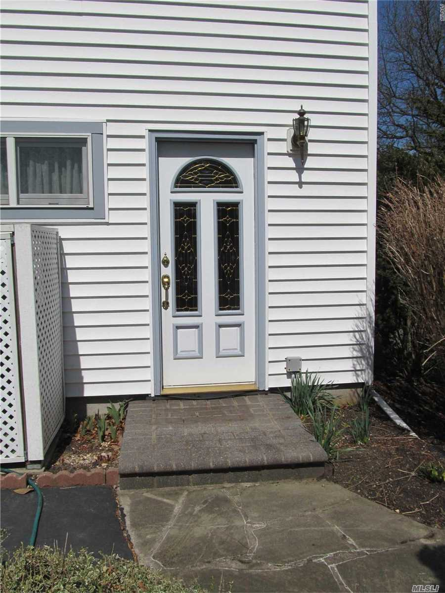 Beautiful Cozy One Bedroom With Granite Kitchen, Gas Fireplace And French Doors To Patio.