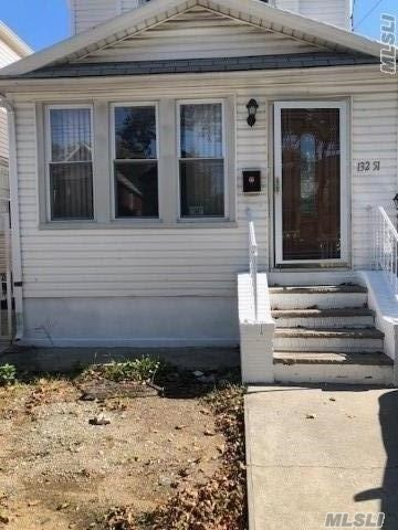 Beautiful House Centrally Located To All Transportation , Close To Belt Parkway And J.F.K Airport --Finish Basement With Separate Entrance. - Fully Renovated.