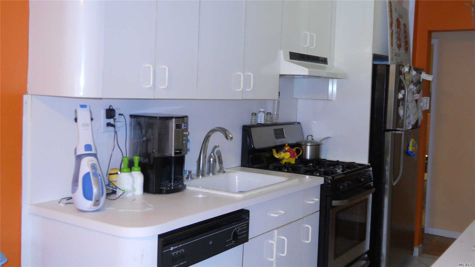 Large Corner Unit W/ Plenty Of Privacy, Parquet Floors, Mica Kit Cabinets W/ Stainless Steel Appl, Updated Mbr Bth, Huge Living Rm Window, Bringing In Loads Of Light, Storage Party Room For Fee, Cable Incl., Playground 320@35 Shares