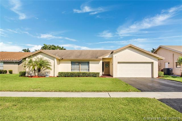 New Roof & New Electrical Panel Inside & Out Will Be Done In 30Days. Low Hoa! Meticulously Maintained 4Bd, 2Ba Split Floor Plan Lake View Home. Formal Dining&Living Rm, Casual Living Rm, Breakfast Bar In Kitchen Area. Spacious Masterbdrm W/Walk In Closet, Private Bath Area&Separate Vanity. Masterbdrm Has Beautiful Water Views!The Kitchen Was Remodeled In 2017, A/C 2017, Ht Wtr Heater 2016, Dishwasher 2016. Separate Laundry Room W/Full Size Washer&Dryer. 2 Car Garage W/Wash Sink. 3 Spacious Additional Bedrooms Also W/Gorgeous Water Views! Cabana Bath W/Dual Sinks. Large Screened-In Tiled Back Patio, Great 4 Entertaining! Exterior Features An Expansive Yard, Room For A Pool! Close To:Restaurants, Night Life, Schools, Public Parks, Major Highways, Places Of Worship, Shopping Centers & Much More!