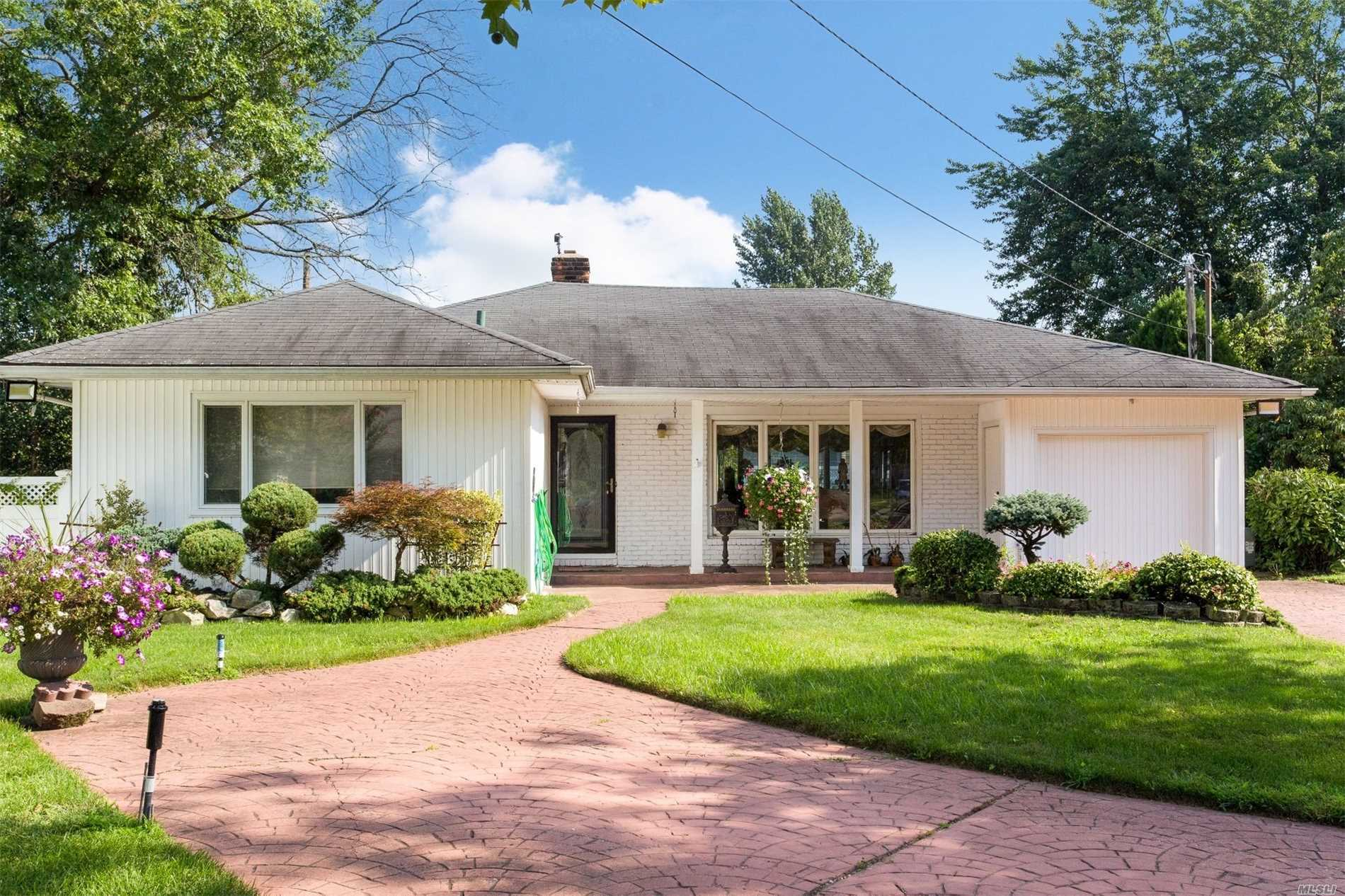 Beautifully Maintained Expanded Ranch On Quiet Cul-De-Sac In Saddle Ridge. 3 Bedrooms/2 Full Baths. Renovated Bathrooms And Granite Kitchen. Vaulted Ceilings, Crown Moldings And Skylights. Plenty Of Room To Expand. 5 Car Driveway. Walk To All. Taxes Are Being Grieved.