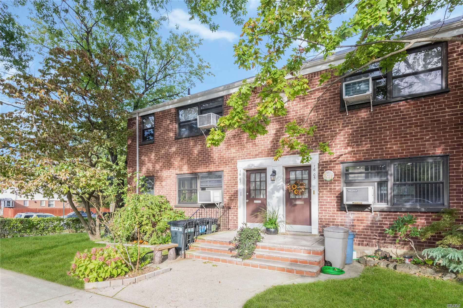 This Beautiful One Bedroom Upper Unit Is Move In Ready. Living/Dining Room Combo, Kitchen With Stainless Steel Appliances, One Large Bedroom, One Full Bathroom And An Attic For Storage. This Unit Includes A Washer/Dryer. It Is A Corner Unit Which Creates Great Light Throughout The Living Space!