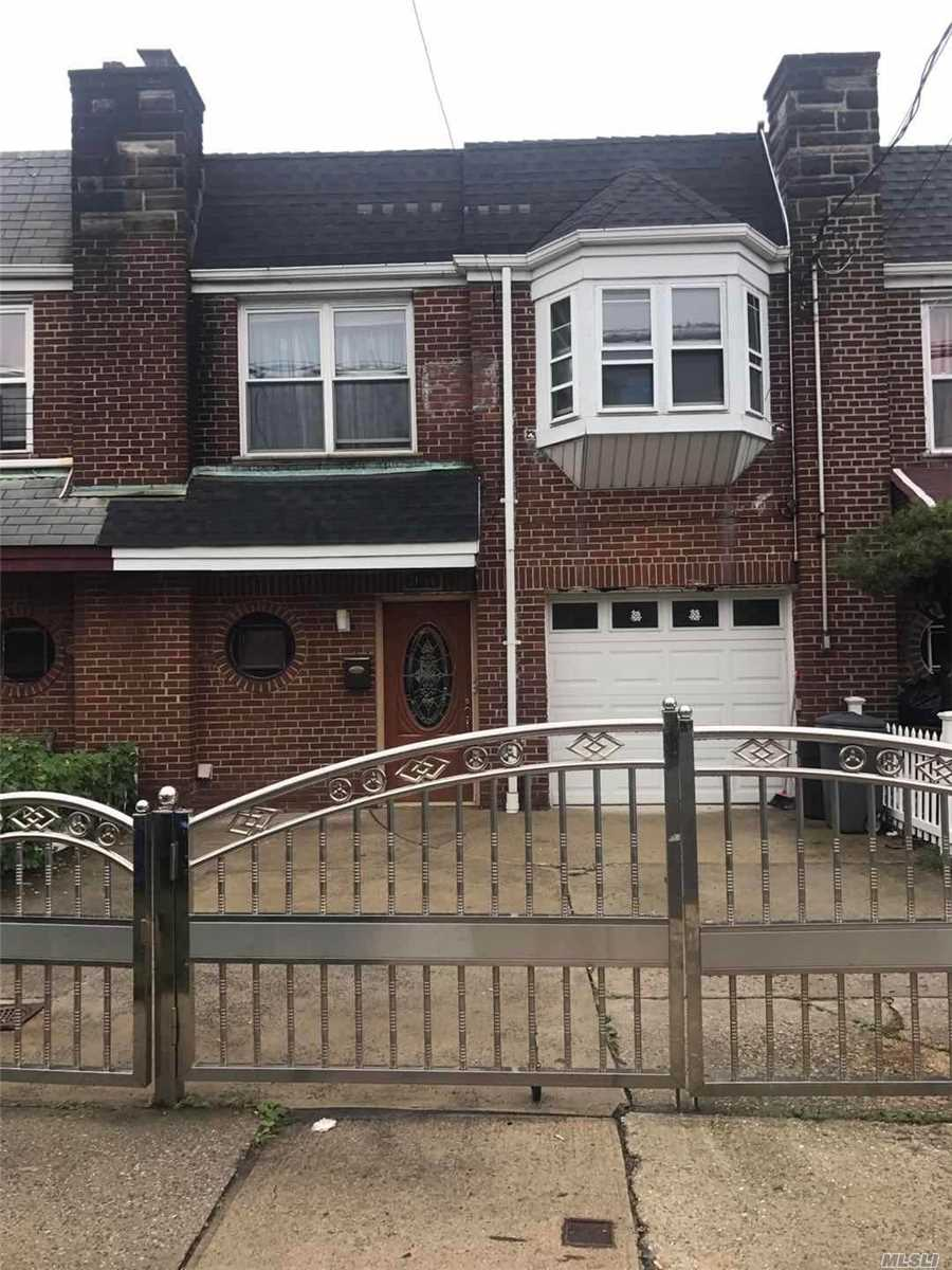 Spacious Two Family House In The Heart Of College Point With Private Driveway. Great Condition Move In Ready!! Close To P.S. 119, Q25, 20B To Flushing, Near Bj Shopping Center, Supermarket, Park, Restaurants, Laundromats, And Everything You Need. Must See!