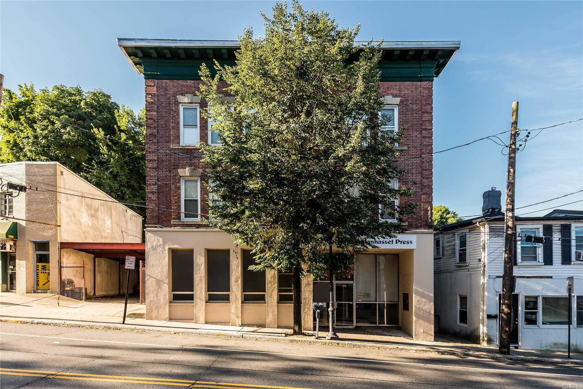 Sunny & Bright Large Second Floor Apartment. Eik, Lots Of Closets, Hardwood Floors. Heat Included! Located On Lower Main Street. Close To All!