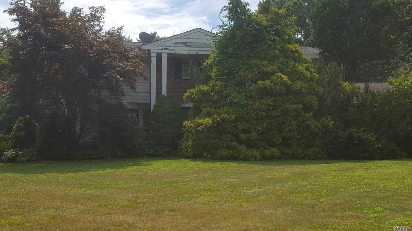 ***Calling All Investors. Large 5 Bedroom Colonial On Over An Acre Of Property In A Cul-De-Sac In Need Ofof Some Tender Loving Care To Restore It To It's Grandeur. Half Hollow Hills Sd. Lovely Established Neighborhood With Mature Trees. Sold As Is.
