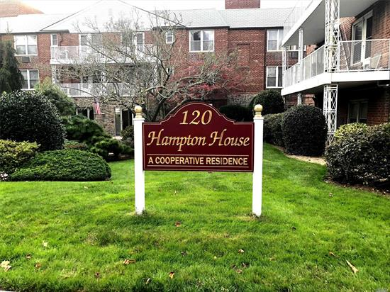 Take Advantage Of This Great Studio Located In The Desirable Hampton House. Blocks From Restaurants And The Lirr This Is Simple Living At Its Best.