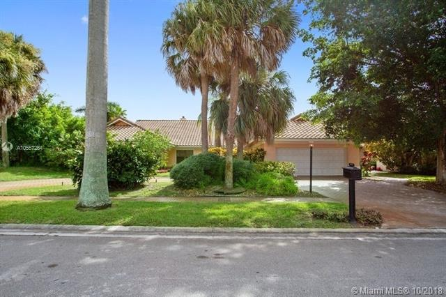Beautiful Expansive Lake And Golf Course Views In The St. Andrews Country Club. This Home Offers Open Living Room/Sitting Room/Dining Room, Kitchen With Breakfast Area, Oversized Pool And Outdoor Entertainment Area. Needs Tlc - Great Potential.