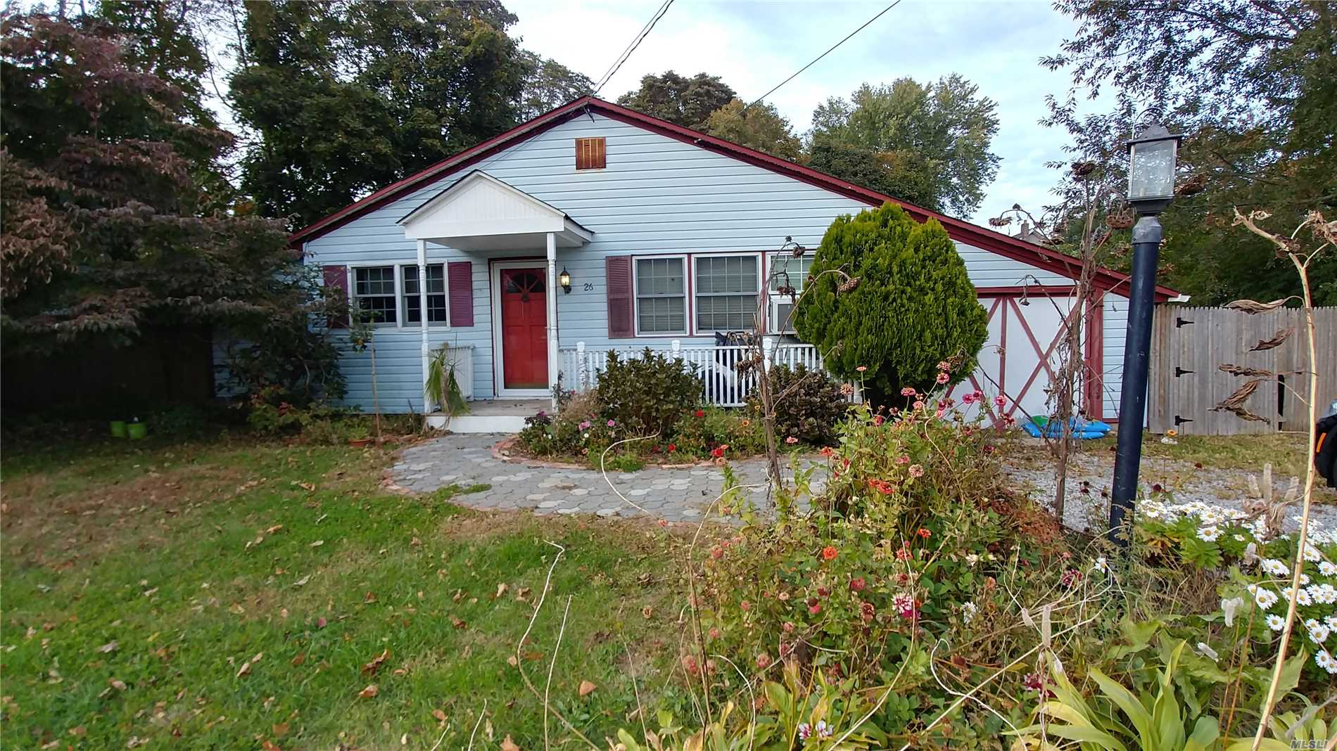 Great Starter On A Nice Mid Block Location! Why Rent !! Come See This Great Starter Home Today!!