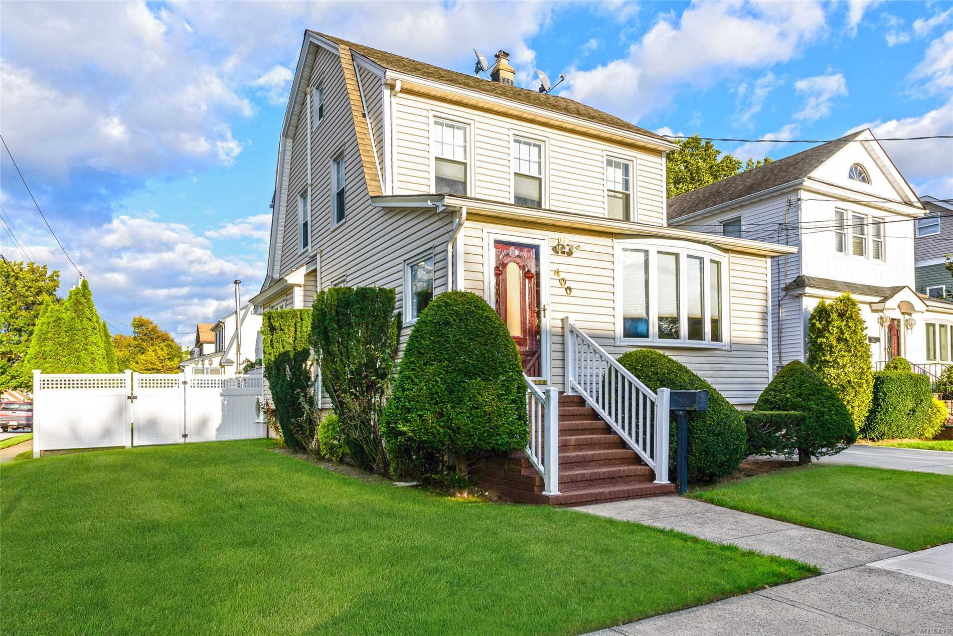 Prime Location! Four Bedroom Colonial On Over Sized Property With Open Concept And Huge Backyard In Highly Desirable Sd#14 With Super Low Taxes. Wood Flooring Throughout And Plenty Of Closet Space. Updated Kitchen And Bathroom With Jacuzzi Tub. Over Sized Backyard With New Decking And Retractable Awning. Four Zone Heating System. Tons Of Upgrades Throughout. Move Right In!