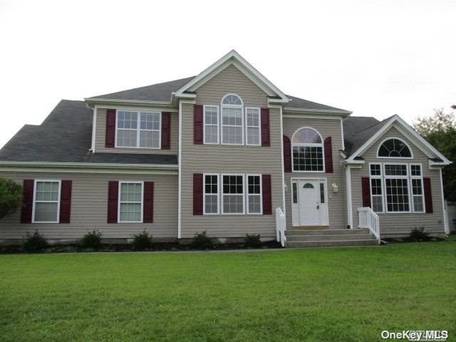 Diamond Post Modern Colonial Nestled On 3/4 Acre Lot In A Cul-De-Sac. Custom Colonial,  4 Br, 2.5 Bath, Ceramic Tile Floors, Large Eik W/Pantry, Ss Appliances, Formal Dining Rm, Spacious Great Rm., Master Suite W/Jacuzzi Tub, Walk-In-Closets, Stand-Up Attic, Nature Preserve Across Street. Close To Train, Parkways, Shopping & More. Immediate Occupancy!
