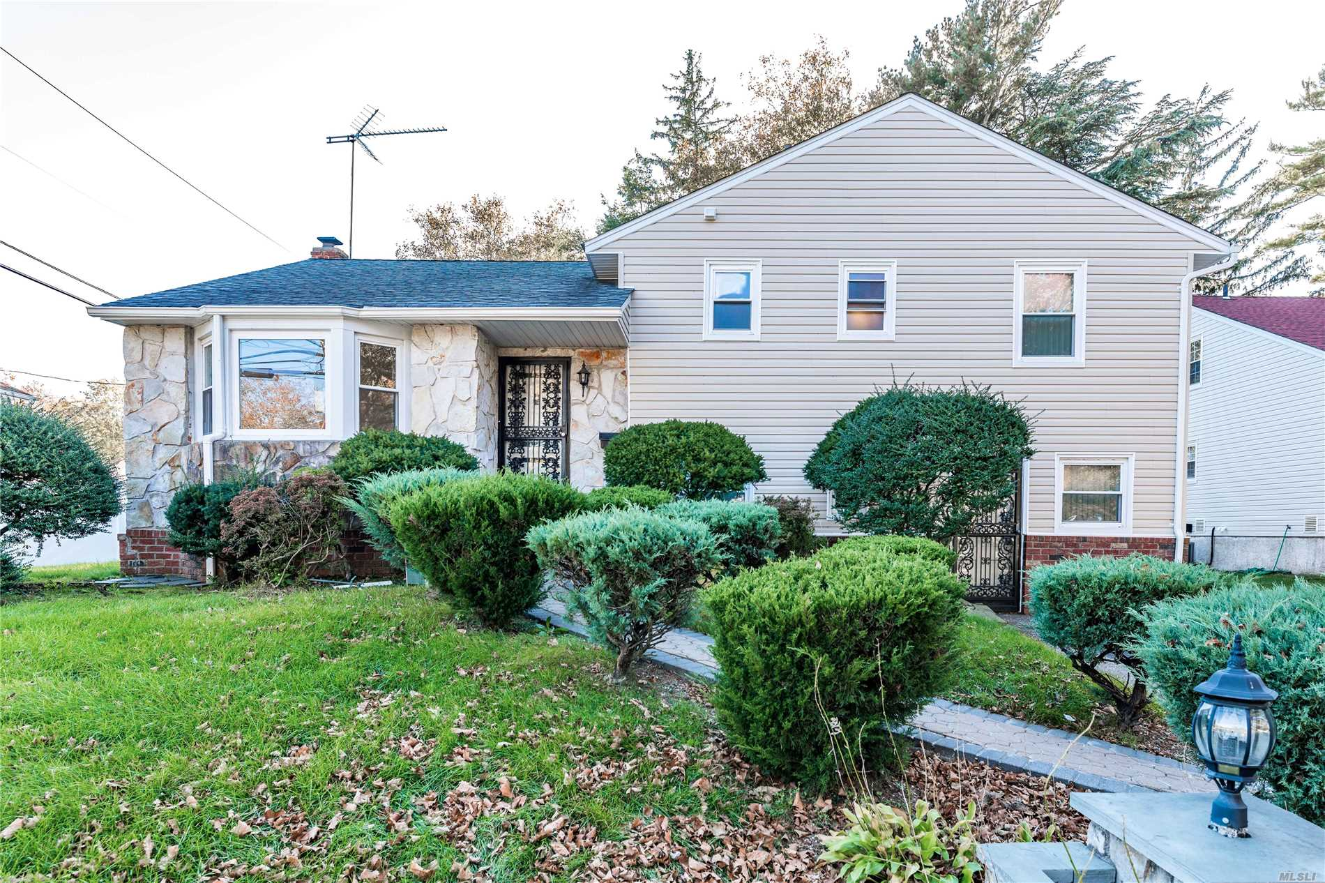 Stunning Split House At The Heart Of Desirable N. Woodmere. This House Features 3 Spacious Bedrooms And 2.5 Bathrooms. Marble Counter Top & Beautiful Back Splash. Luxurious Hardwood Floors Throughout. Enjoy Family Time In This Beautifully Secluded Landscaped Backyard. Best School District #14.