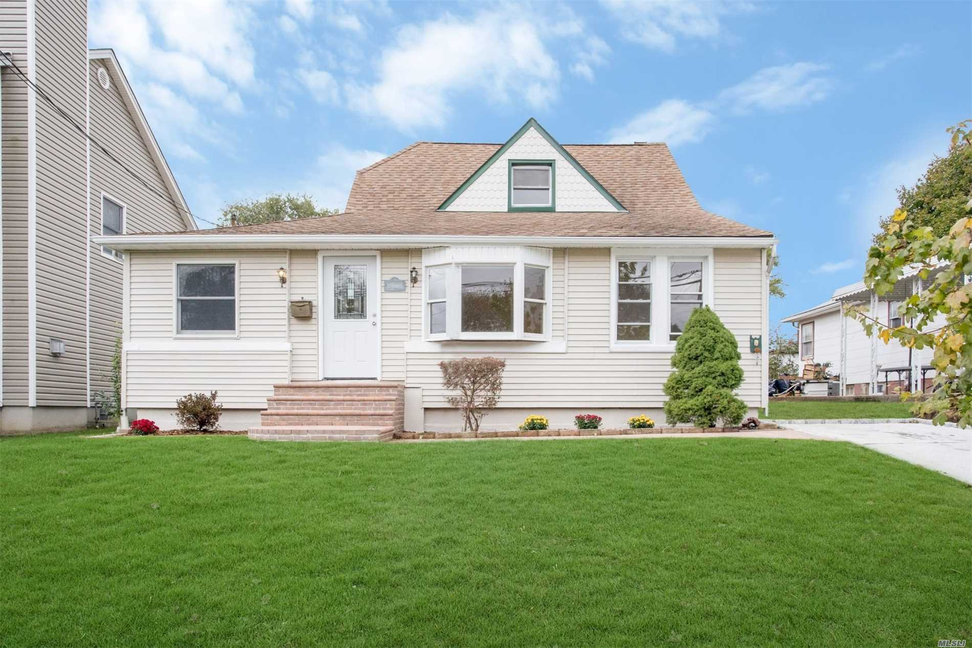 Light Bright Newly Renovated 4 Bedroom, Den/Family Rm, 2 High End Baths, Open Floor Plan.Wow CookS Kitchen With Extra Storage, Stainless Steel Appliances, Granite Counter , W/B Fireplace Lr/Dr Combo. Hardwood Floors Throughout.On Quite Street Mid Block .Close To Transportation, School, Entertainment &More Must See!