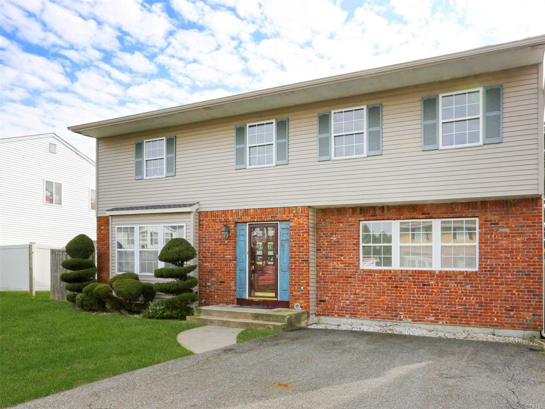 Huge 7 Br, 3.5 Bath Colonial. New Floors And Updated Kitchen!!