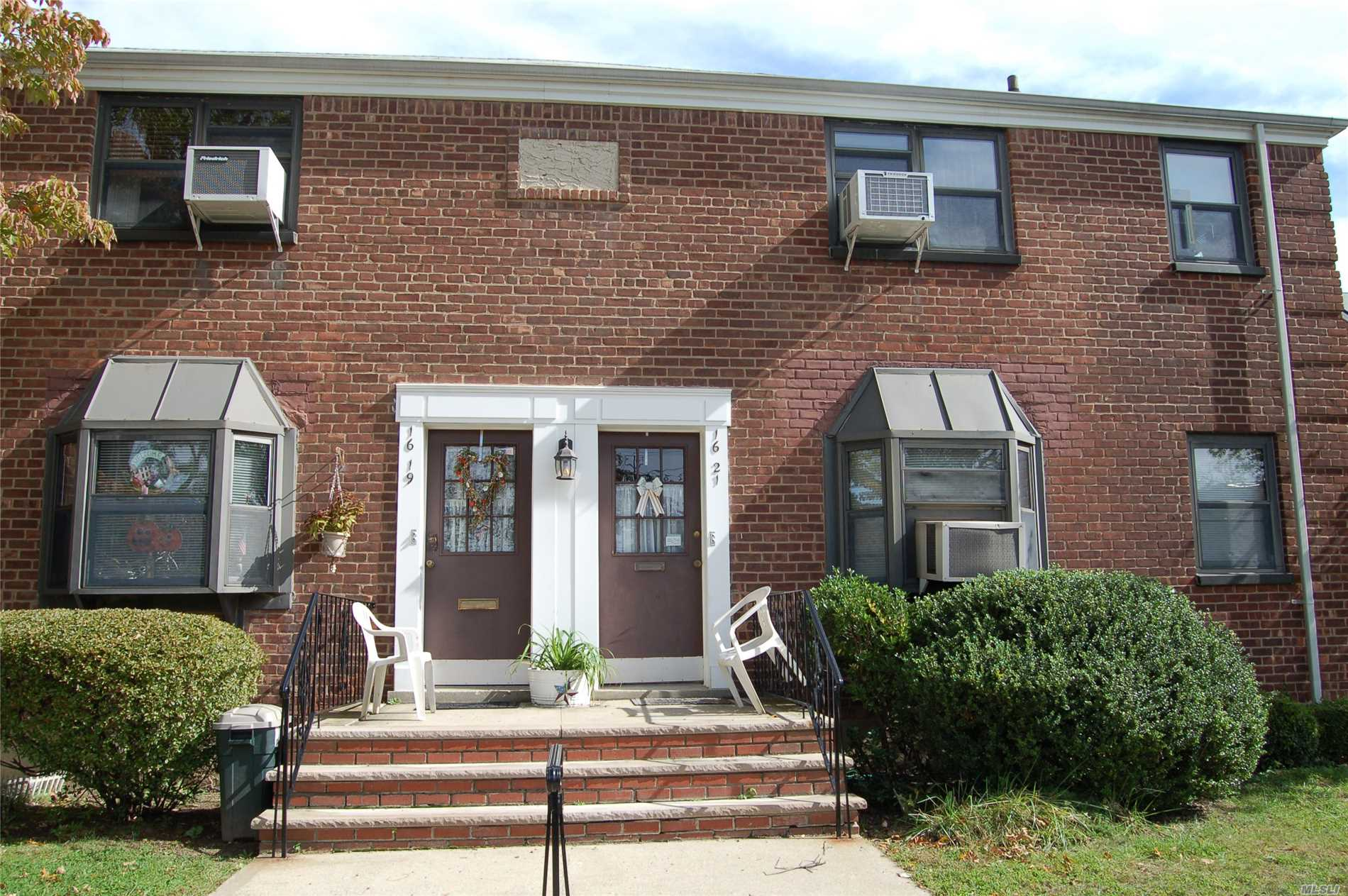Nice 1Br Lower Level Clearview Coop...