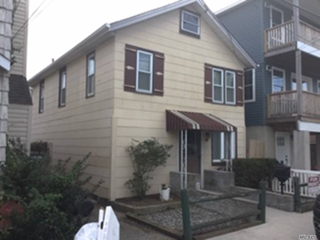 Beautiful Waterfront Colonial With 3 Bedrooms, 1 And Half Bath. Bring Your Boat. 25 Foot Bulkhead Included. Washer/Dryer Included. Landlord Will Consider Small Pet On Case By Case With Additional Months Security.