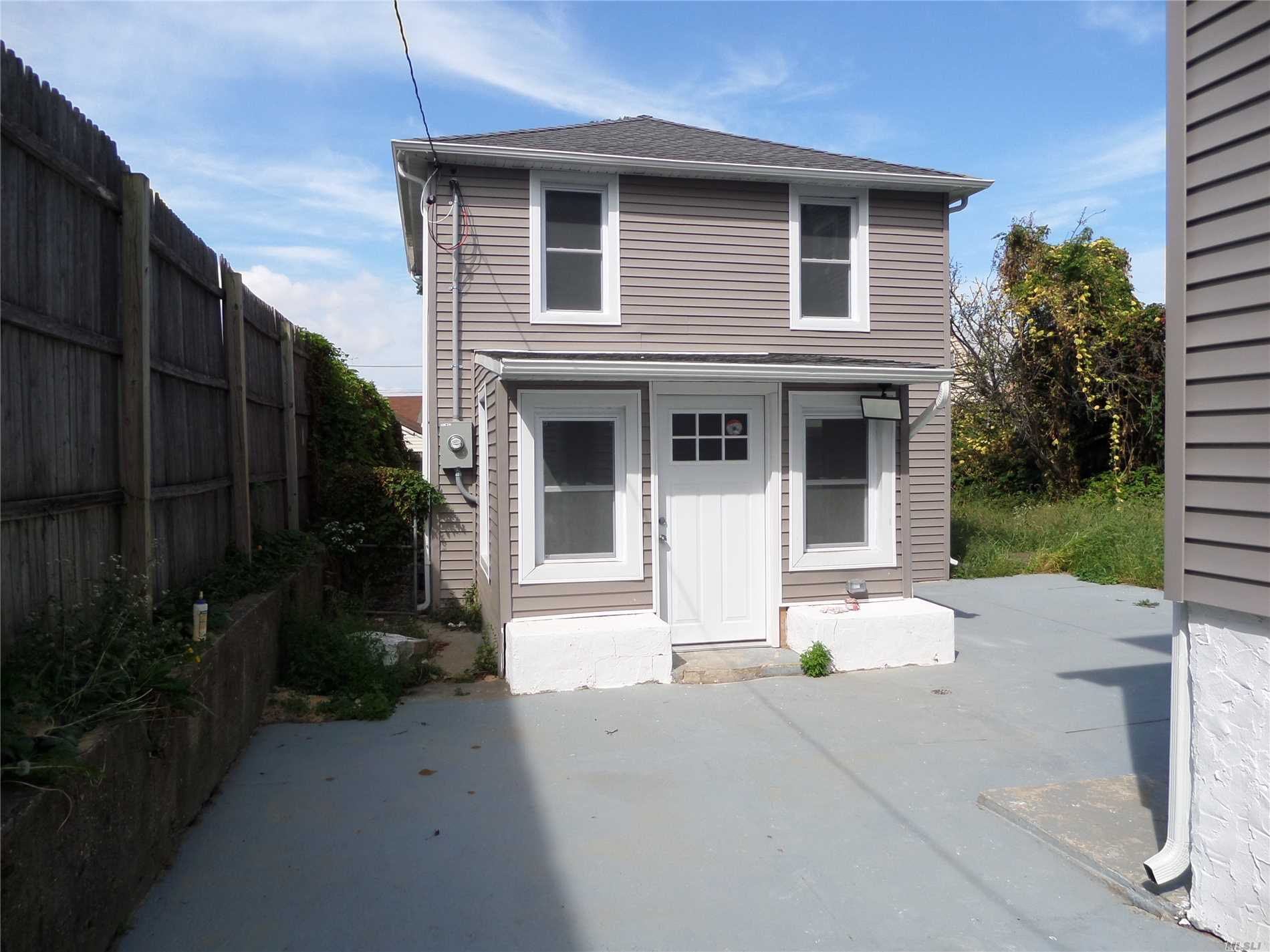 Gut Renovated Duplex Carriage House With Granite And Wood Kitchen, Wd Hookup, Hardwood Floors.