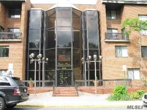 Very Spacious, Bright & Sunny 2 Br 2.5 Bath Duplex Apt With Den On First Floor Which Can Be Used As 3rd Bedroom. High Ceilings, L-Shaped Lr/Dr, Pwdr Room, Eik With Granite Counters & Stainless Steel Appliances And Ldry Room, Wood Floors On Main Florr, Balcony, Second Floor Has 2 Bedroom And 2 Baths, Lots Of Closets, Indoor Parking #36, 24 Hr. Security, Gym, Social Room And Common Patio, Close Proximity To Town, Lirr & Parks