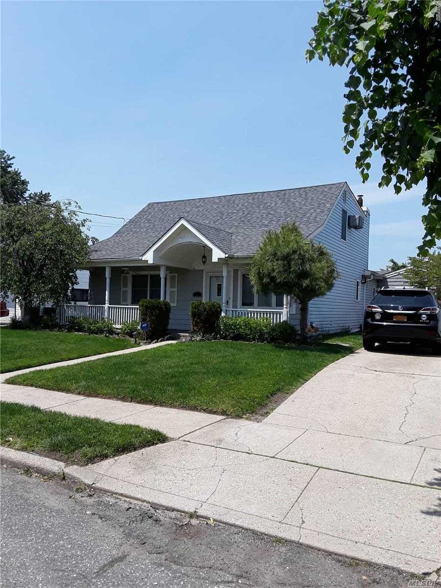 Nice Expanded Cape With 5 Spacious Bedrooms, 3 Full Baths, 2200 Sqft, 2 Pallets Stoves, Walking Distance To Bowling Green Elem And Clarke M.S And H.S. Few Years Young Appliances. Credit And Income Check Needed. As Of 2/1/19 Still Available. Owner Is Looking For Nice Tenants Who Can Keep The House Nice And Clean!!