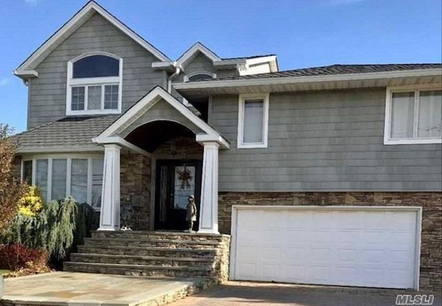 Waterfront! Stunning Expanded 4Bdrm, 4Bth S/L In Prestigious Harbour Grn Estates! Fabulous Views Of Bay (4 From Bay). Total Renovation/Expansion'07.Designer 14X25 Eik W/Turret, Custom Cabinets, Granite, Ss Appl's Island.15X26. 2 Mstbr's W/Balconies & Bayviews.80' Blkhd. Tax Assessment Expected To Get Full 25% Reduction. Otherwise, Owner Pays Difference.