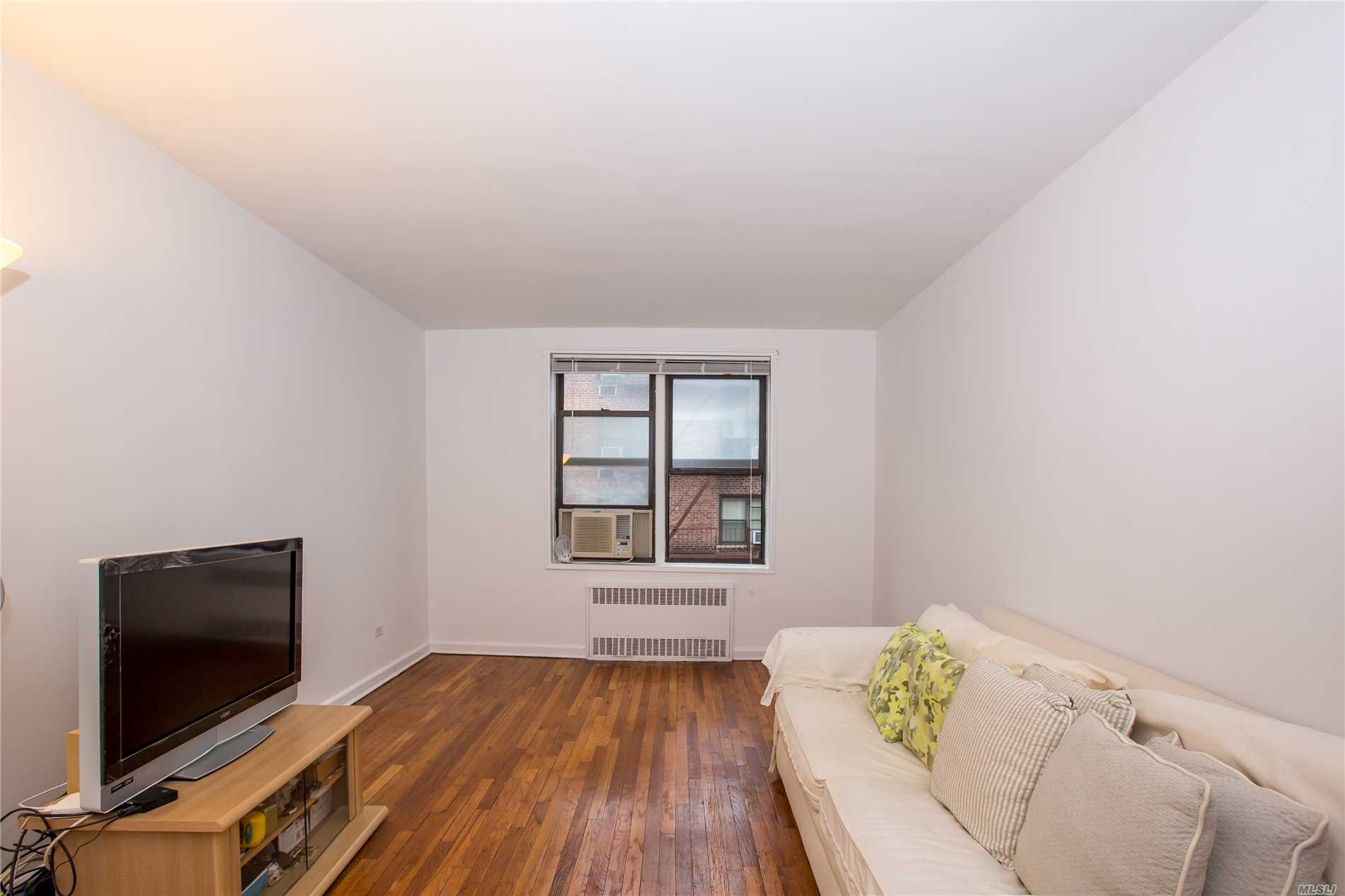 Large Bedroom, 24 Hours Doorman, Pat-Friendly Building, Gym, Kids Play Room. Zoned To P.S 196. Near Exp E & F Trains And Shop. Nearby Austin Street.