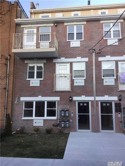 Young 4 Families Unit On 1/F , 2 Bedroom Apartment With Exit To Backyard, Excellent Condition Walk To Railroad And Bell Blvd Sd 26