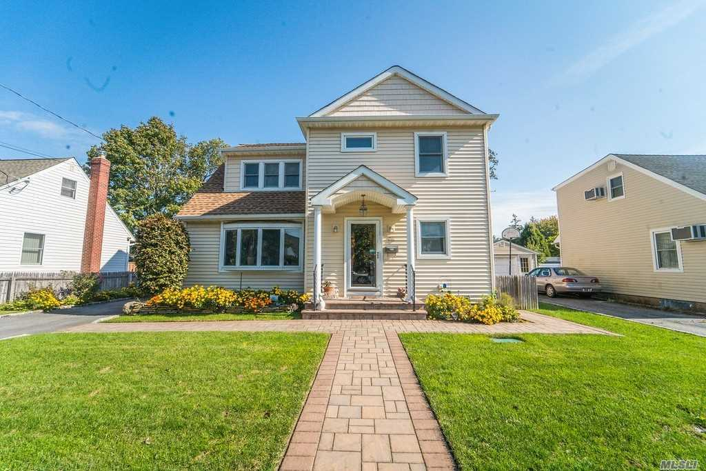 Welcome To This Stunning Colonial In Hicksville. This House Features 4 Oversized Bedrooms & 2.5 Baths.Modern Eik W/Granite & Marble Counters, Ss Appliances. Lr/Dr, Attic, 2 Mbrs W/En-Suite, His/ Her Sinks In Bathroom Upstairs, Full Basement W/Floating Floor. High-Hats, Hardwood Floors, New Plumbing & Electrical, Radiant Heat In All Baths, Dry Well, Cac, Gas Cooking & Heat, Gas Connected Grill Outside, Backyard W/In Ground Sprinklers, Fenced Backyard. Great Location-Close To Shopping, Transport.