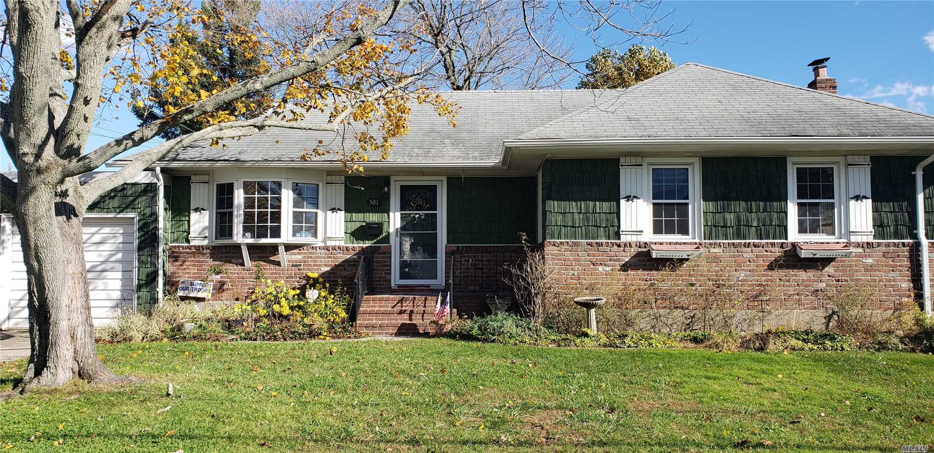 3 Br 2Fbth Ranch That Needs Tlc And It's Waiting For You To Make It Your Own. It Features All Hardwood Floors, Cac, And Newer Windows. Also Has Full Basement W/Ose And A Double Driveway. Welcome Home!!!