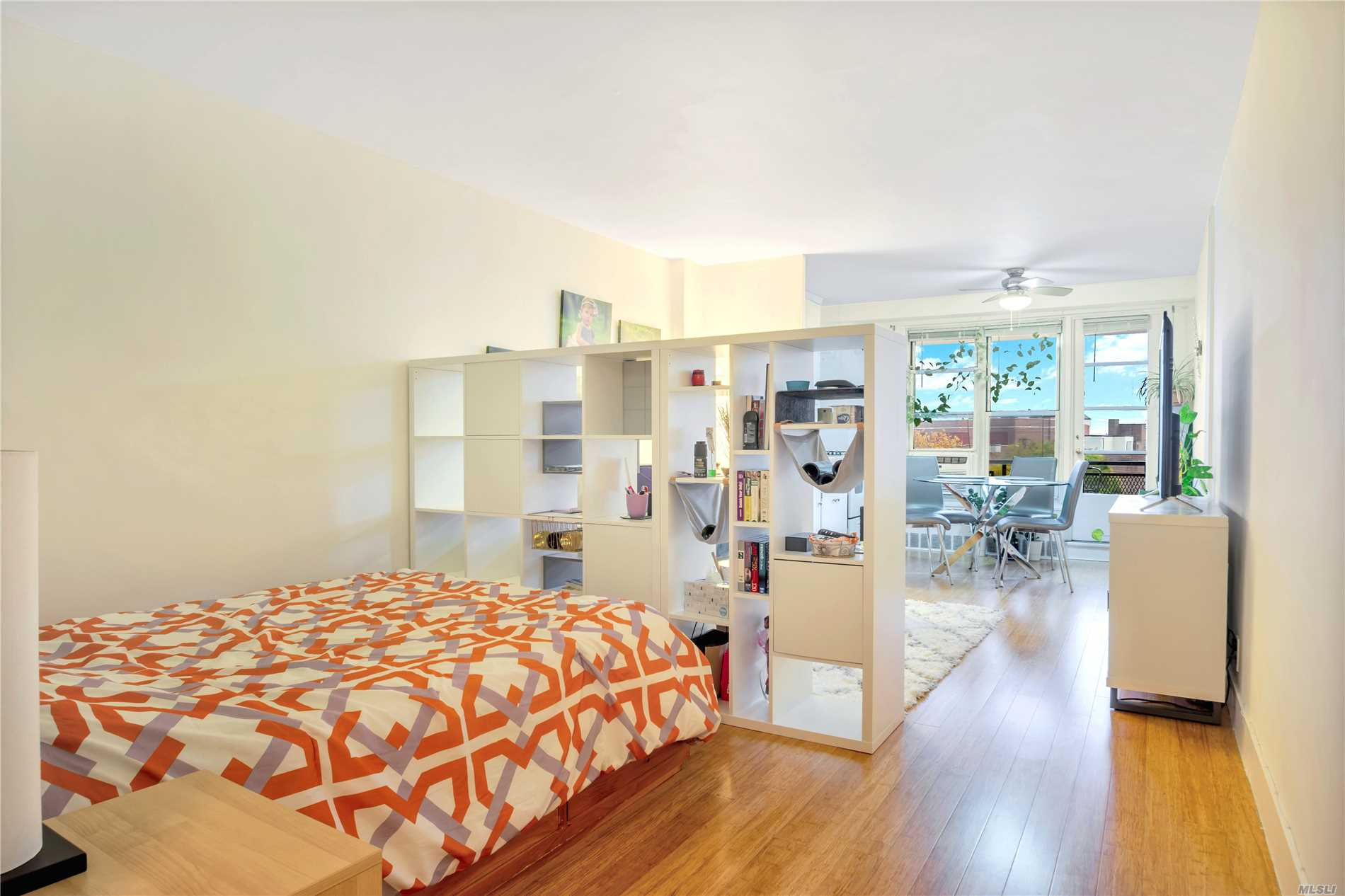 Affordable Studio With Terrace And Spectacular Views!