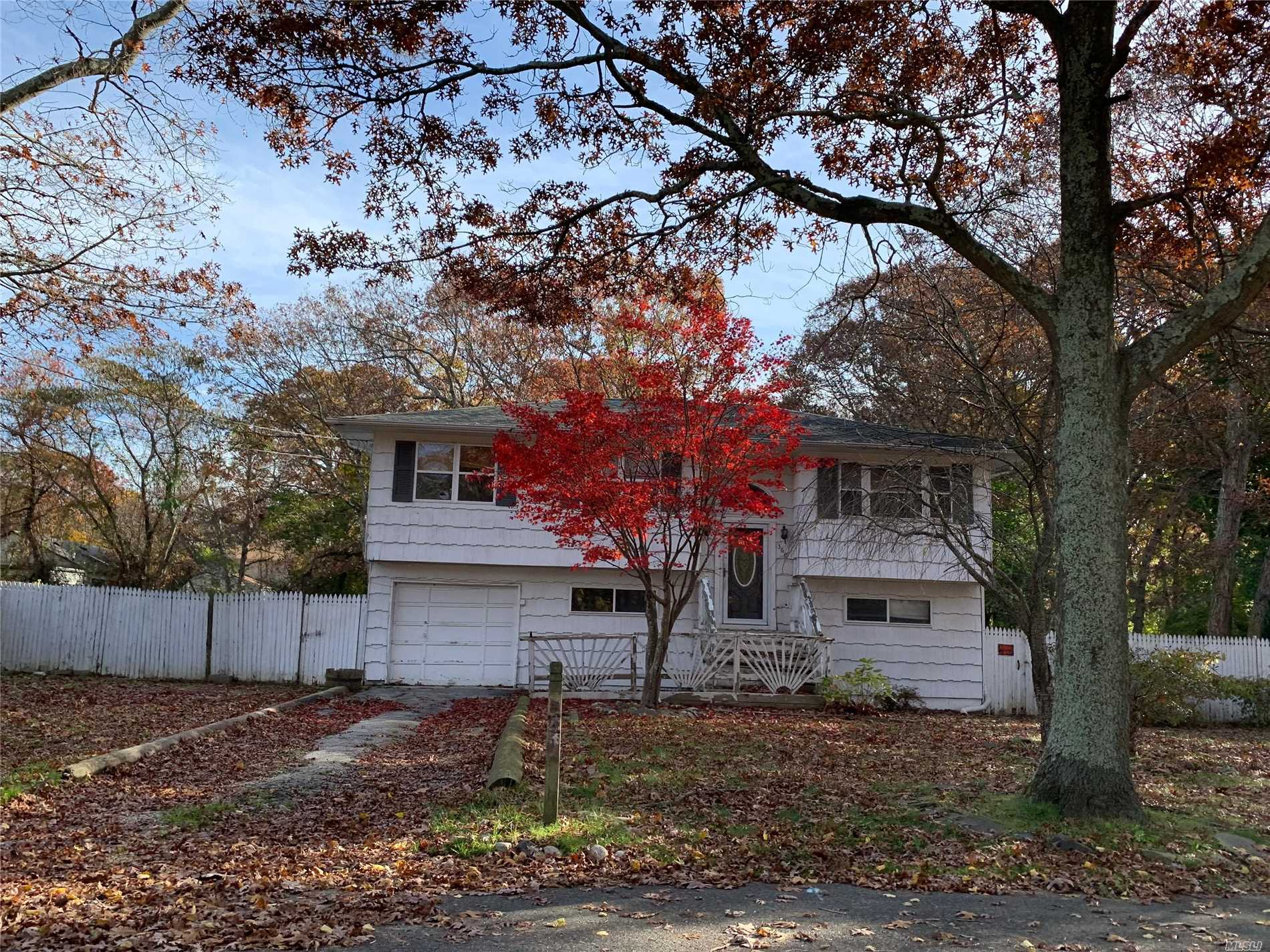 Calling All Investors. Hi-Ranch In North Shirley/Yaphank Area. 4 Bedrooms, 2 Baths, Possible Mother & Daughter With Proper Permits. Nice Size Lot, Great Fixer Upper, Fantastic Opportunity.